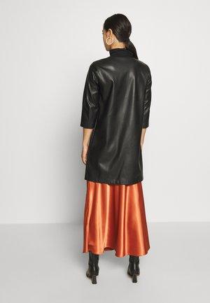 ONLTINA  - Krátký kabát - black