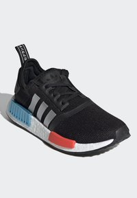 adidas Originals - NMD_R1 SHOES - Trainers - core black/silver metallic/solar red - 2