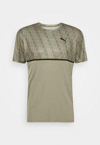 GRAPHIC LOGO TEE - Print T-shirt - vetiver