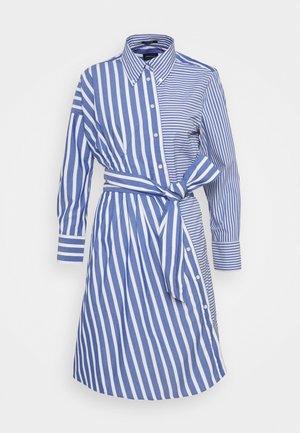 STRIPED KNOT DRESS - Sukienka koszulowa - college blue