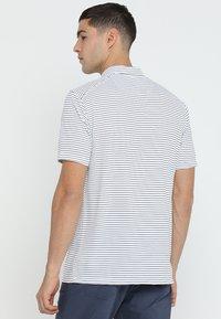 Nike Golf - DRY ESSENTIAL STRIPE - T-shirt de sport - white/black - 2