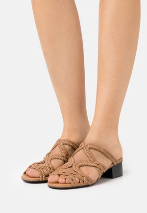 KATIE MULE - Pantofle - light pastelbrown
