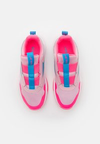 Reebok - XT SPRINTER SLIP - Neutral running shoes - classic pink/white/electro pink - 3