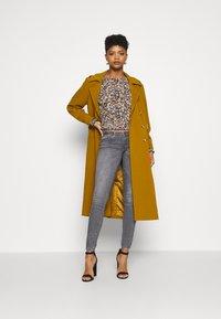 ONLY - ONLCORAL LIFE  - Jeans Skinny Fit - medium grey denim - 1