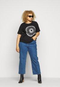 ONLY Carmakoma - CARLANDA - Print T-shirt - black - 1