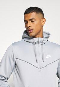 Nike Sportswear - REPEAT HOODIE - Long sleeved top - smoke grey/white - 3
