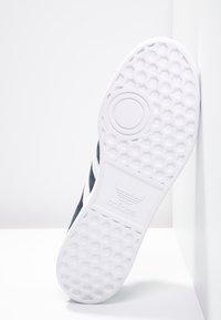 adidas Originals - HAMBURG - Sneakers basse - collegiate navy/white/gold metallic - 4