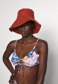 women'secret - WITH FOAM FIX PAD - Bikini top - garnet - 3