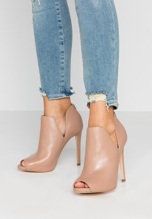AUBRY - High heeled ankle boots - nude