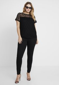Dorothy Perkins Curve - SPOT TEE BLACK - Basic T-shirt - black - 1
