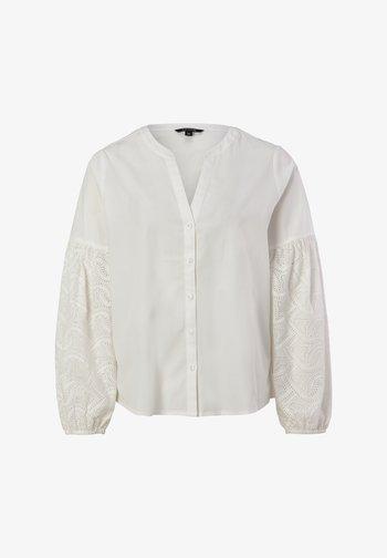 MIT FILIGRANER LOCHSPITZE - Blouse - white