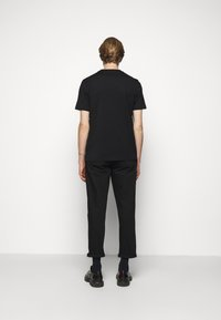HUGO - DURNED - T-shirt con stampa - black - 2