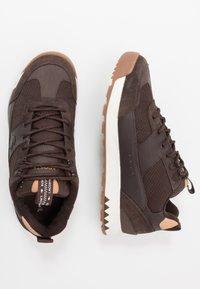Lacoste - URBAN BREAKER - Sneakersy niskie - brown - 1
