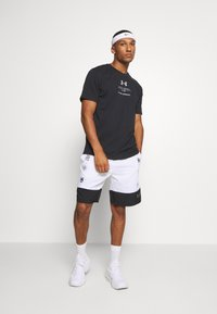 Under Armour - ORIGINATORS OF PERFORMANCE - Print T-shirt - black - 1