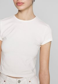 Nly by Nelly - PERFECT CROPPED TEE - T-shirt basic - white - 5