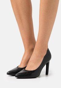 Marco Tozzi - COURT SHOE - High heels - black - 0