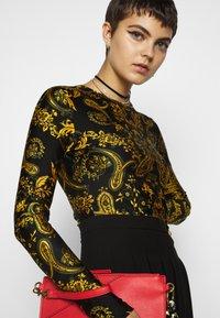 Versace Jeans Couture - Maglietta a manica lunga - nero - 3