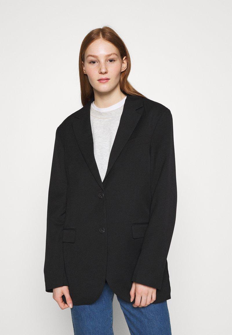 Monki - BLUSH SCALE UP - Short coat - black dark