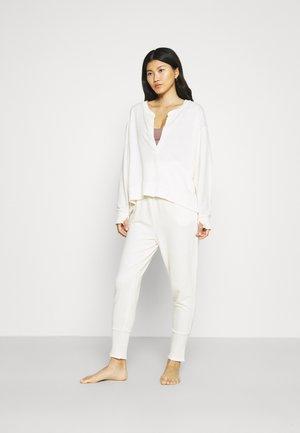 COZY COOL GIRL LOUNGE - Pyjamas - ivory
