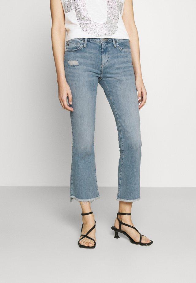 NEW HALLE KICK - Široké džíny - blue denim