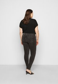 Pieces Curve - PCDELLY - Jeansy Skinny Fit - dark grey denim - 2