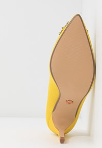 Dorothy Perkins - GLADLY POINTED TRIM COURT - Høye hæler - yellow - 6