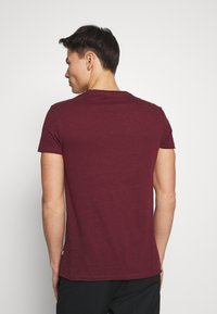 Pier One - Basic T-shirt - bordeaux - 2