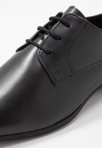 Jacamo - EXTRA WIDE FORMAL DERBY - Business sko - black - 5