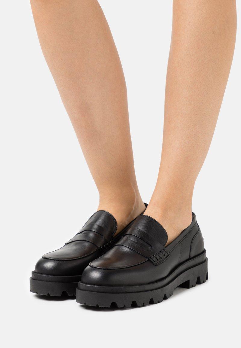 Pavement - LOAFER - Slip-ons - black