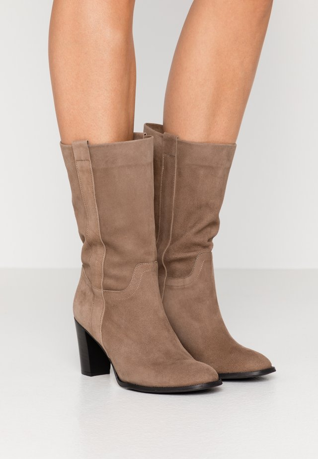 MANIL - Boots - taupe