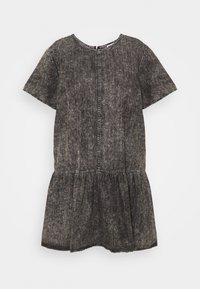 NMEMILIA DRESS  - Denimové šaty - medium grey denim