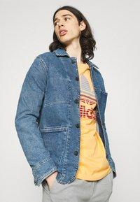 adidas Originals - TREF OMBRE UNISEX - Print T-shirt - hazy orange - 3