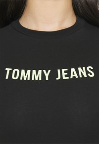 Tommy Jeans - TAPE BODY SHORTSLEEVE - T-shirt con stampa - black - 3