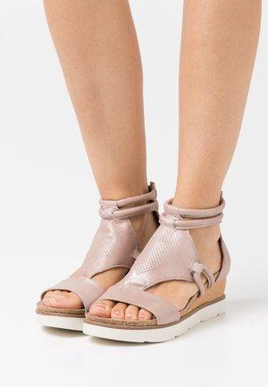 TAPASITA - Sandały na platformie - skin