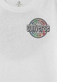 Converse - SLEEVE LOGO GRAPHIC UNISEX - Print T-shirt - white - 2