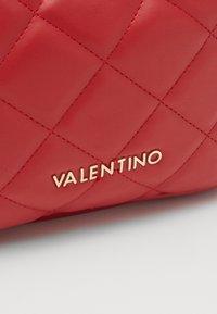 Valentino by Mario Valentino - OCARINA - Wash bag - rosso - 3