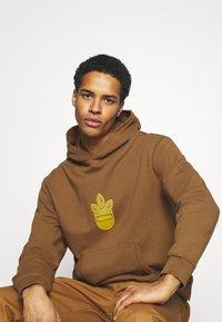 WAWWA - UNISEX LEAF HOOD - Sweatshirt - bark brown - 3