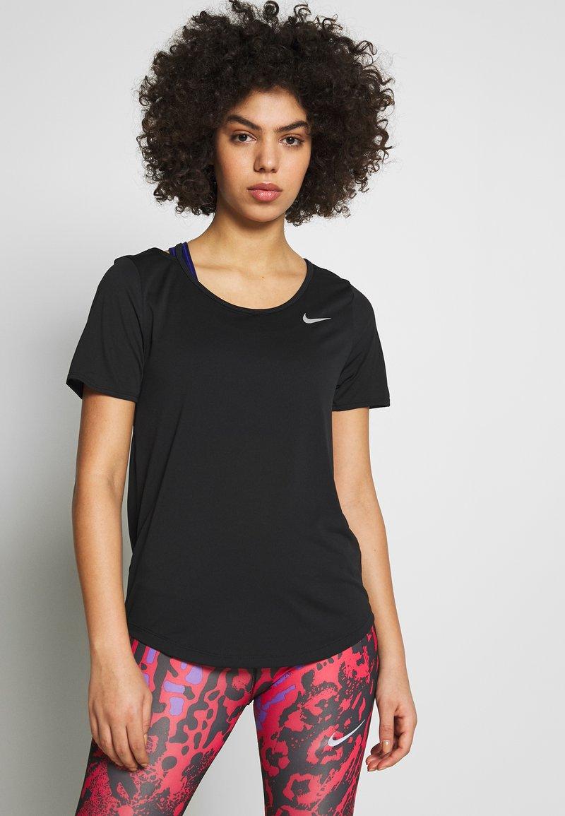 Nike Performance - W NK TOP SS RUNWAY - Print T-shirt - black/reflective silver