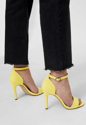 AJA EIN-RIEMCHEN - Sandaler med høye hæler - light yellow