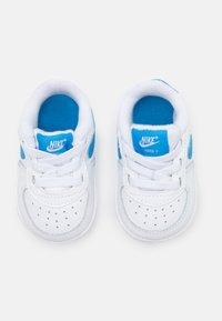 Nike Sportswear - FORCE 1 CRIB - Chaussures premiers pas - white/blue - 3