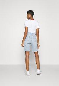Tommy Jeans - HARPER DENIM BERMUDA - Shorts di jeans - light blue denim - 2