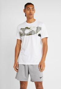 Nike Performance - DRY TEE CAMO BLOCK - Printtipaita - white - 0