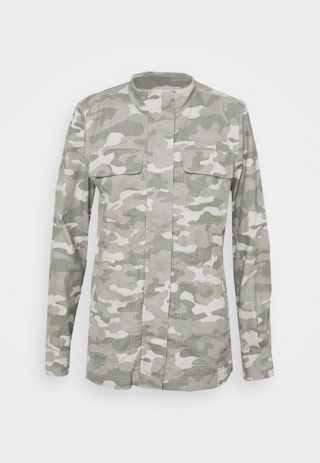V CORE UTILITY JACKET SOLID - Summer jacket - camo