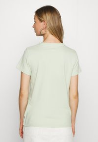 Levi's® - THE PERFECT TEE - T-shirts med print - light green - 2