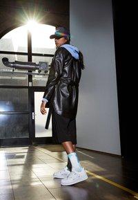 Nike Sportswear - AIR FORCE 1 - Sneakersy niskie - white/hyper royal/black - 0