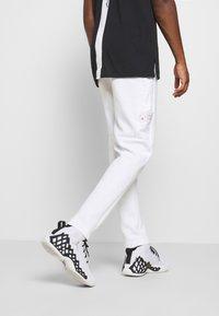 Jordan - AIR PANT - Pantaloni sportivi - white/vivid purple/infrared - 2