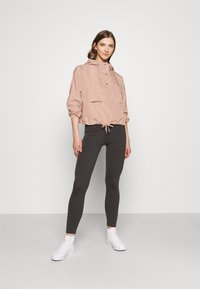 ONLY - ONLCONNIE POCKET ANORAK - Veste coupe-vent - misty rose - 1
