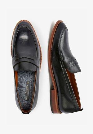 TAN CONTRAST LOAFERS - Scarpe senza lacci - black