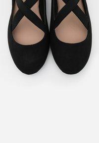 New Look Wide Fit - WIDE FIT - Bailarinas con hebilla - black - 5