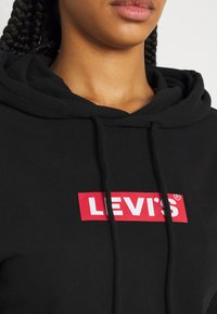 Levi's® - GRAPHIC STANDARD HOODIE - Mikina skapucí - boxtab red/mineral black - 5